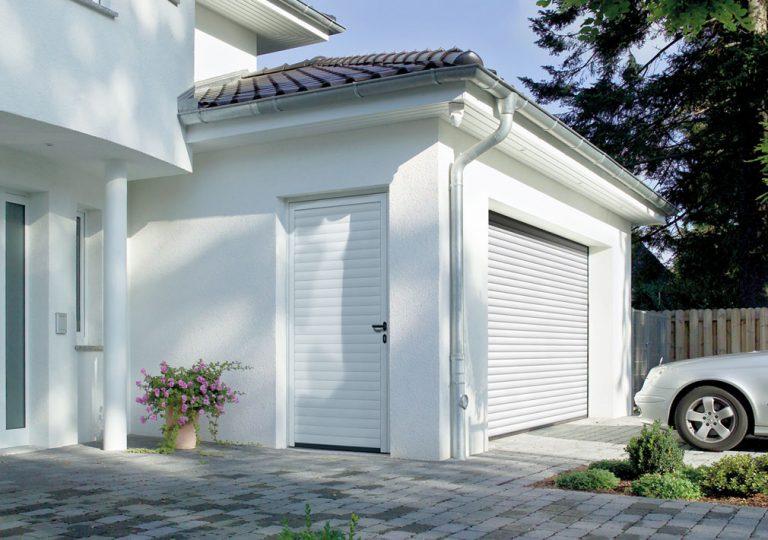 Porta peatonal garatge